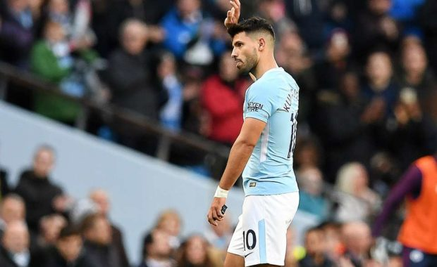 Match Referee Michael handed Sergio Aguero something when he left the pitch vs Arsenal