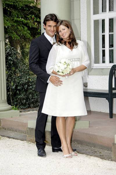 Federer marries his long time girlfriend Mirka