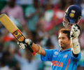 Sachin Tendulkar plays late-night gully cricket with fans
