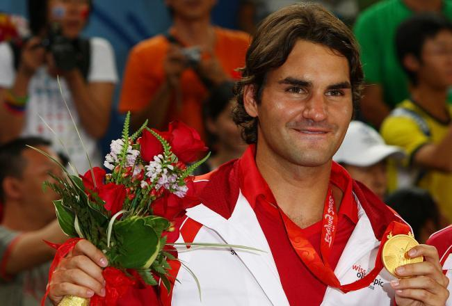 Federer poses with Olympic Gold