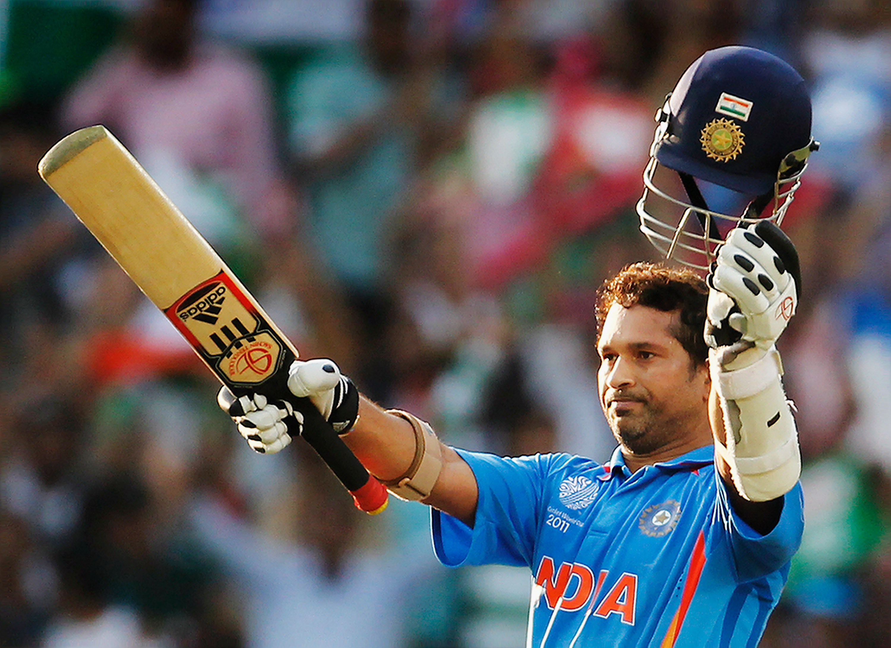 Sachin Tendulkar plays late-night gully cricket with fans